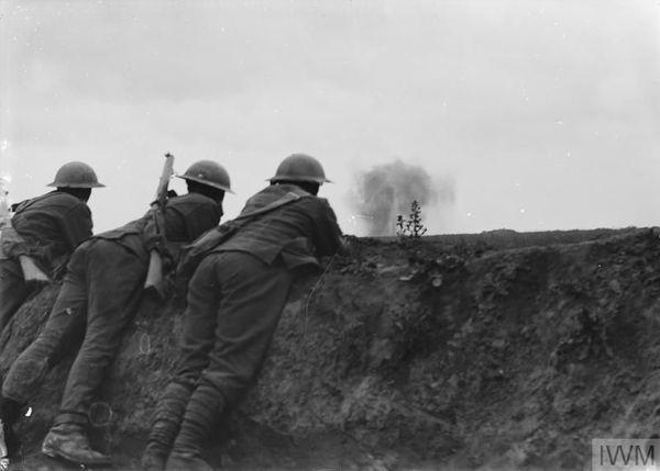 Des soldats britanniques près de Bullecourt le 21 juin 1917.
