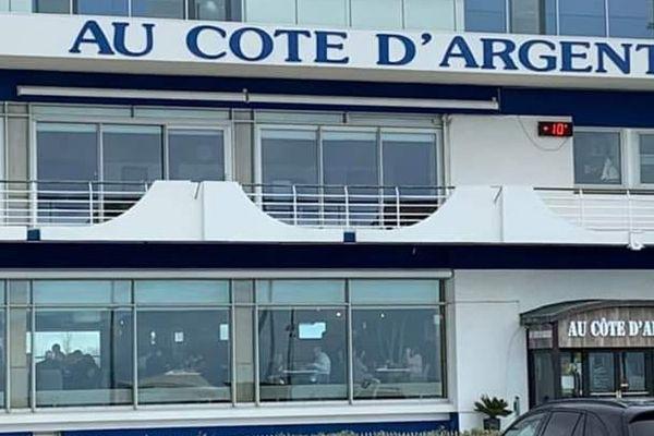 """Le restaurant """"Au Côte d'Argent"""" à Calais était ouvert ce dimanche 15 mars, bravant l'interdiction du gouvernement."""