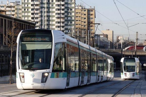 Le réseau du métro et du tramway parisien est ouvert jusqu'à environ 2h du matin