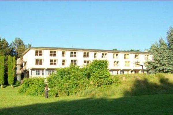 """Une colonie de vacances du Puy-de-Dôme est en vente sur le site """"le bon coin"""" par la commune de Clichy-La-Garenne dans les Hauts de Seine"""