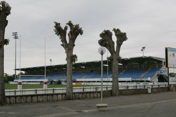 Le terrain synthétique de Bègles est dans l'enceinte du stade André Moga
