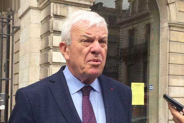 Jean-Paul Brin connait parfaitement tous les dossiers palois, il  pourrait succéder à François Bayrou si ce dernier démissionne