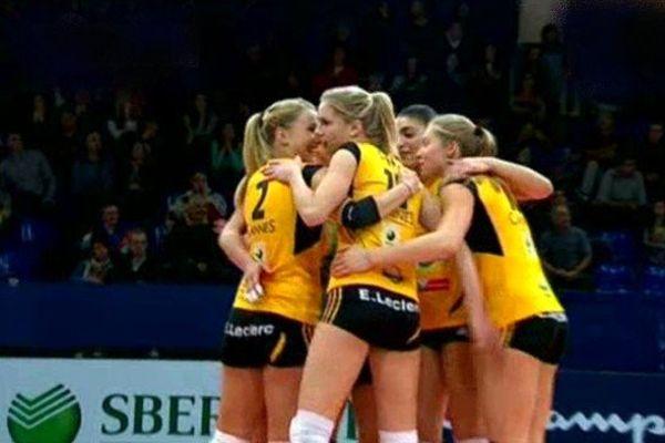Les filles du RC Cannes ont expédié Istres 3 à 0 en quart de finale aller des playoffs de Volley.