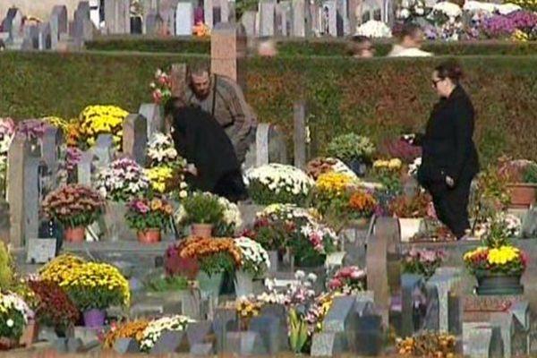 Le cimetière d'Auxerre dans l'Yonne, dimanche 1er novembre 2015.