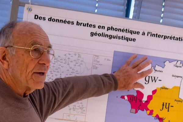 Jean Le Dû en doa savet un atlas rannyezhoù Breizh-Izel nevez