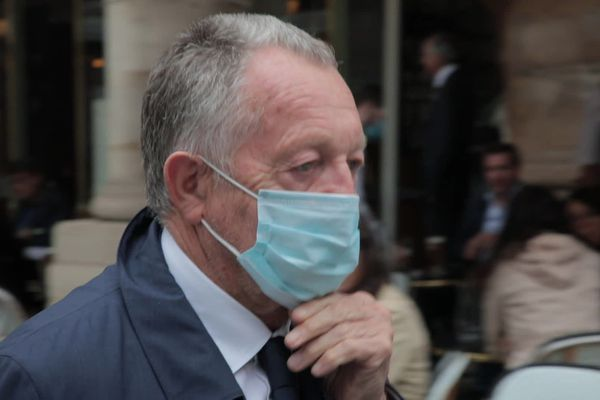 Jean-Michel Aulas, le président de l'Olympique Lyonnais, lors de son arrivée au Conseil d'Etat à Paris, jeudi 4 juin 2020. Le patron de l'OL, ainsi que les dirigeants d'Amiens et de Toulouse, attaquent la LFP pour l'arrêt de la saison 2019-2020 de la Ligue 1 de football.