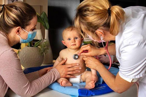 Sophie de Butler en consultation de pédiatrie