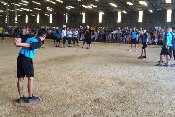 L'ancienne base militaire de Varennes-sur-Allier accueille le plus gros championnat de France de triplette jeunes en termes de fréquentation. 864 joueurs de pétanque s'affrontent le week-end du 20-21 août.