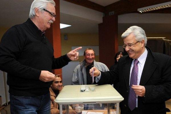 Elie Aboud dans son bureau de vote