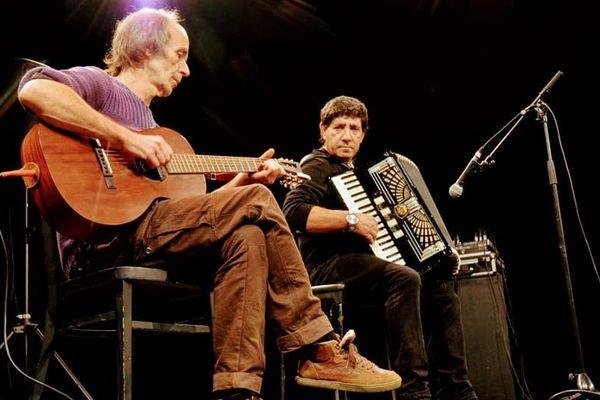 Philippe et Agim deux des musiciens du groupe Les Vagabonds