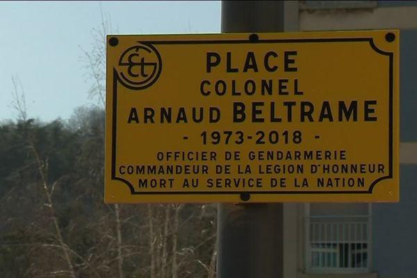A Saint-Etienne, une place a été baptisée du nom de l'officier de gendarmerie Arnaud Beltrame, tombé à Trèbes - 23/3/19