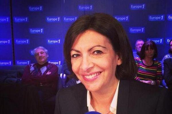 Invitée de la matinale d'Europe 1, Anne Hidalgo est revenue sur sa victoire à l'Hôtel de ville de Paris et sur les rumeurs de remaniement au sein du gouvernement.