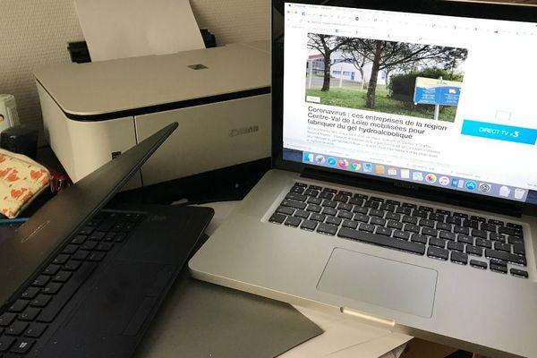 Les élèves doivent suivre les cours et faire leurs devoirs sur des espaces numériques de travail, ce qui nécessite souvent un ordinateur et un accès à Internet.