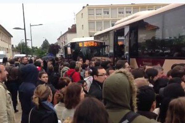 A la gare de Thionville, foire d'empoigne pour monter dans un bus
