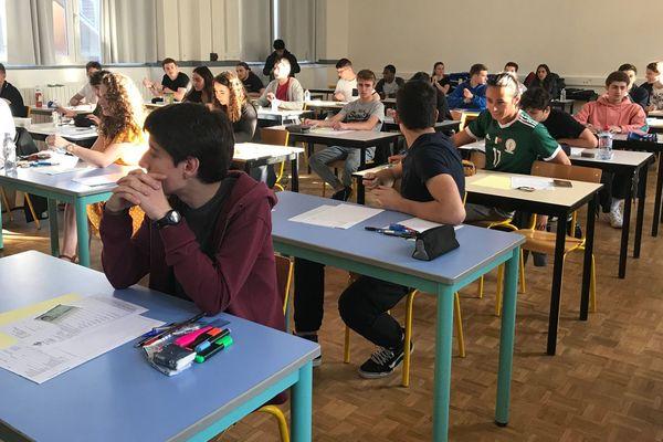 Lycée Turgot à Limoges, les élèves sont prêts pour La philosophie, la traditionnelle 1ere épreuve sur table du baccalauréat