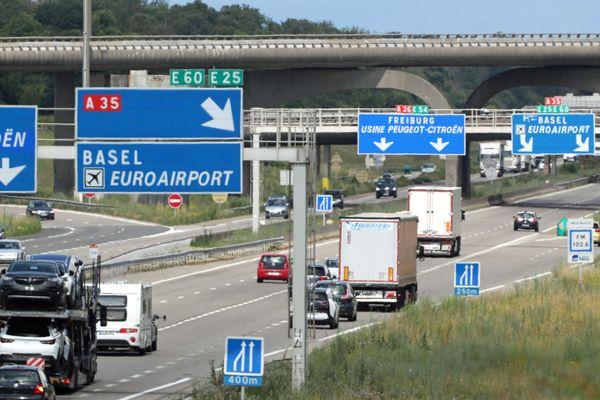 L'embranchement de l'autoroute A36 avec la A35, direction EuroAirport.