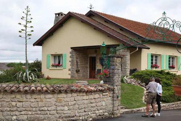 L'agave américain d'Etienne et Anne-Marie Schmitt a presque dépassé la hauteur de leur maison à Nançois-sur-Ornain dans la Meuse