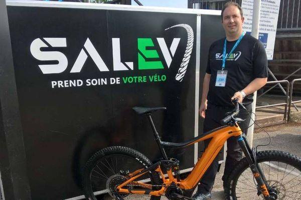 Il a fallu 18 mois à Anthony Veuillet pour mettre au point sa machine à nettoyer les vélos.