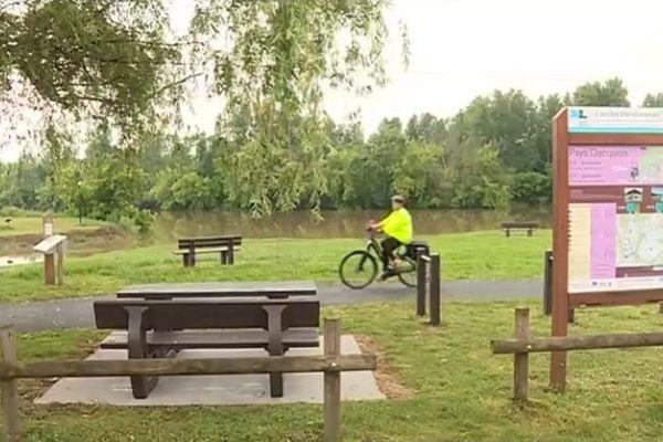 La piste cyclable européenne Scandibérique traverse les Landes sur 195 km de voies aménagées
