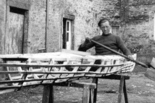 Kayak des Normands en construction. Leur projet ? rejoindre Londres