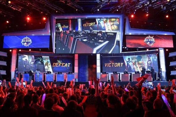 Pendant un tournoi du jeu video League of Legends, à Paris, en mai 2014.