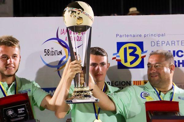 La joie de l'équipe Messonnier qui remporte la finale du Mondial La Marseillaise à pétanque 2019.