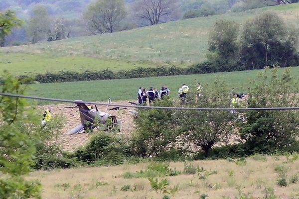 L'hélicoptère Cougar du 5e RHC de Pau, au sol. Il a entièrement brûlé mercredi 16 avril 2020 près de Tarbes