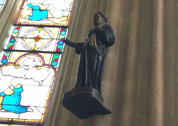 La statue de Santig Du, au fond de la cathédrale de Quimper