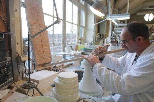 La Manufacture nationale de Sèvres, l'une des dernières manufactures de céramique en Europe.