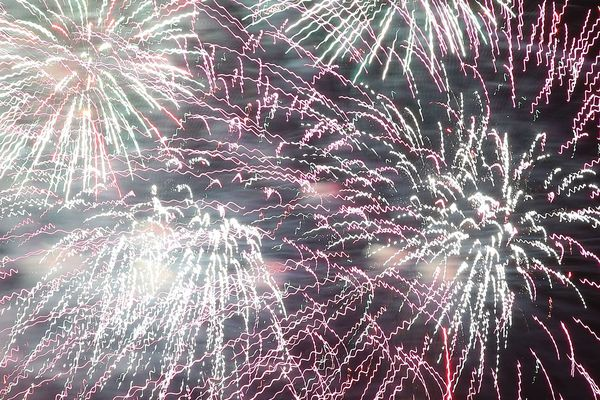 À l'occasion de l'Assomption et des fêtes patronales associées, le ciel auvergnat devrait se parer de milles couleurs grâce à de nombreux feux d'artifices.
