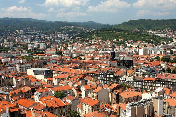 A Clermont-Ferrand, le SMIC permettrait d'acheter au 1er janvier 2018 un  logement de 56 m2 contre 26 m2 à Lyon.