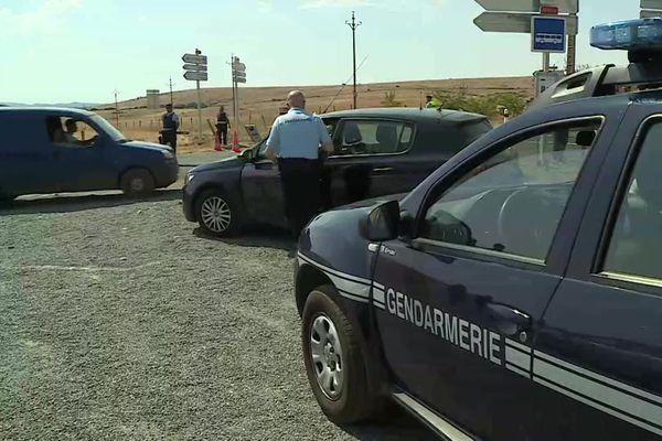 Hures-la-Parade (Lozère) : les points d'accès au site sont contrôlés par les forces de l'ordre et toute sortie fait l'objet d'un contrôle - août 2020.