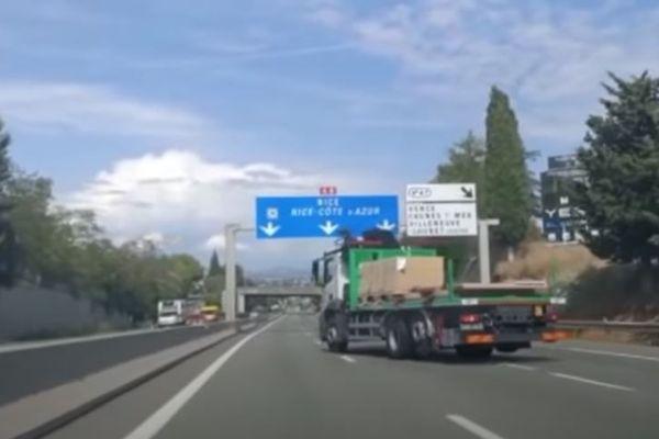 Le camion se dirigeait vers Nice en zigzagant sur l'autoroute. Plusieurs véhicules ont été touchés.