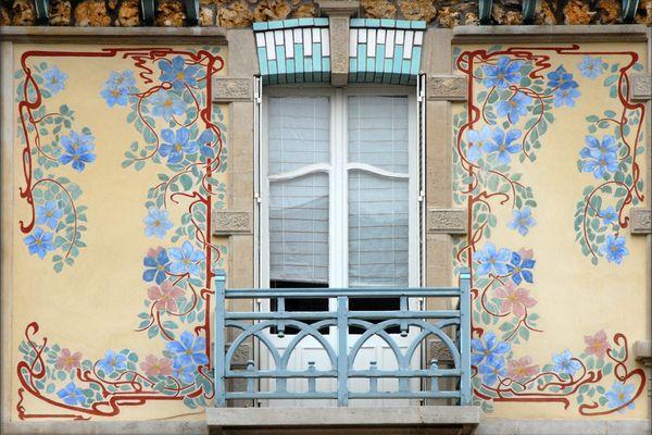 Décor les Clématites sur une maison de la rue Félix Faure à Nancy