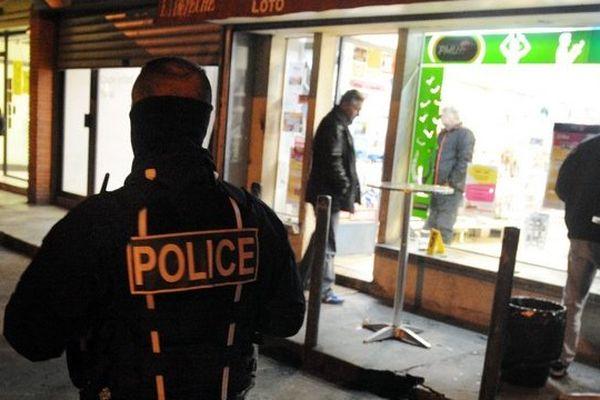 Le 4 décembre 2013, deux homems à scooter ouvrent le feu plusieurs fois sur deux comemrces dans le quartier des Izards à Toulouse