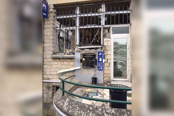 Le 8 avril 2019 vers 1h30 du matin, plusieurs individus ont fait exploser le distributeur de billets de la Banque Postale.
