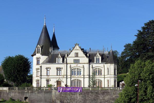 Le château de Véretz au bord du Cher en Indre-et-Loire, été 2015.