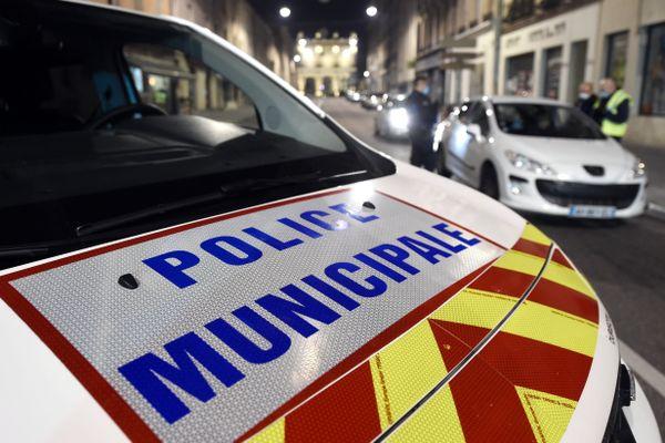 Les 3 policiers municipaux peuvent retravailler mais pas en tant que policiers (Illustration)