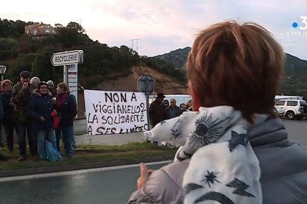 Des membres du collectif Valincu Lindu bloquent l'accès au centre d'enfouissement de Viggianello en novembre dernier.