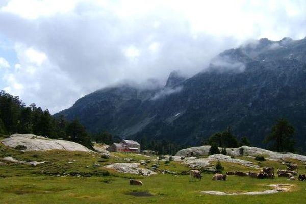 Le refuge Wallon-Marcadau est situé à 1865m d'altitude dans le Parc National des Pyrénées