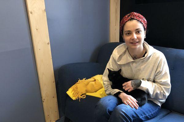 Ludivine Darmon, 23 ans, est la gérante du bar à chats de Tours.