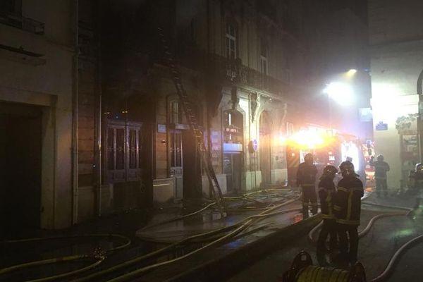 Montpellier  - L'incendie a ravagé trois étages de l'immeuble, une vingtaine d'habitants ont du être évacués - 03.12.20