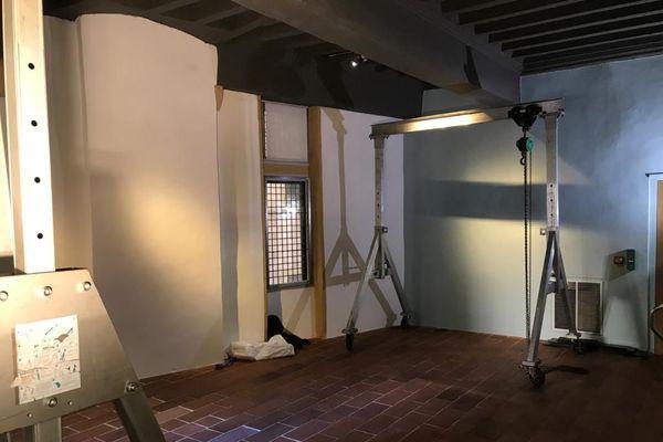 La pièce qui doit recevoir la pirogue-vivier. Cet objet vieux de 500 ans, doit passer par la fenêtre de la salle où il sera exposé... au premier étage du musée ! 18/11/20