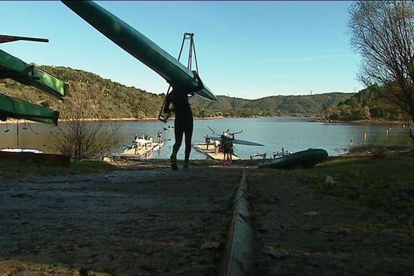 L'aviron se pratique au lac de Saint Cassien depuis 1970