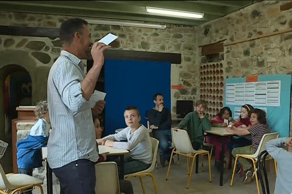 Atelier-jeux sur la laïcité à la MJC d'Aouste-sur-Sye dans la Drôme