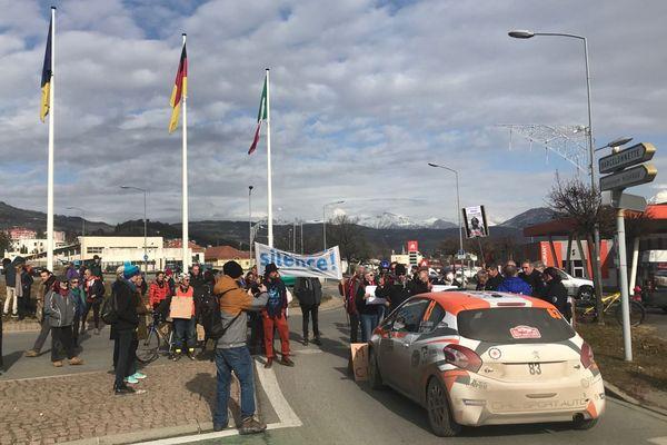 Les manifestants ont notamment bloqué une voiture de rallye à Gap