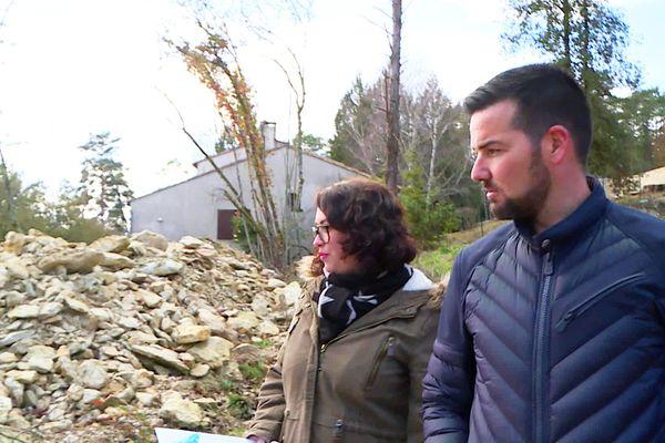 Adriane et Grégory Loissier, bloqués par l'inondation de leur chantier, espèrent un aménagement de la part de la mairie