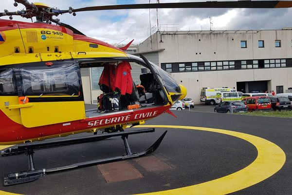 L'hélicoptère de la sécurité civile Dragon 63 sera basé cet été à Mende à Lozère et non plus à Aulnat dans le Puy-de-Dôme.