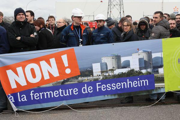 Les salariés de la centrale nucléaire de Fessenheim, le 19 janvier, lors de la visite de Sébastien Lecornu en déplacement dans le Haut-Rhin pour installer le Comité de pilotage du projet d'avenir pour le territoire autour de Fessenheim.
