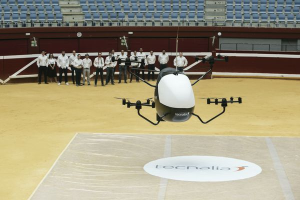 """Les tests de survols urbains en drones débuteront au printemps 2022 à Toulouse et à Bordeaux. Il s'agit d'une première en France. Sur cette photo, un modèle de drone """"taxi volant"""" destiné à terme au transport de personnes"""